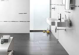 Wohnzimmer Einrichten Dunkler Boden Bad Dunkle Bodenfliesen Helle Wandfliesen Hinreißend Auf Moderne