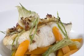 cuisiner le lieu jaune recette de lieu jaune aux noisettes carottes et oignons nouveaux