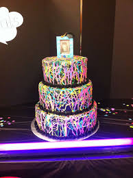 how to use black light paint 37 best black light images on pinterest blacklight party glow