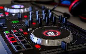 dj table for beginners how to choose a beginner dj controller for scratching