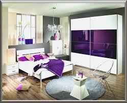 wandgestaltung lila wandtattoos für das schlafzimmer und bett wandtattoo de weiße