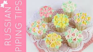 flower decorating tips how to decorate flower cupcakes with russian piping tips
