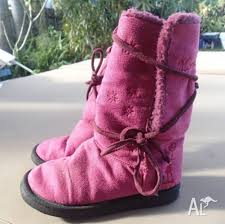 ugg boots sale size 2 ugg boots size 2 or 3 fuschia gc shoes 21113854 jpg
