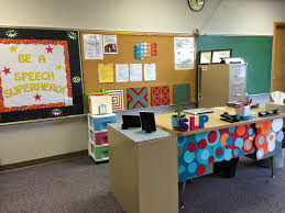 Kidney Table For Classroom Space For Speech Speech Room Style
