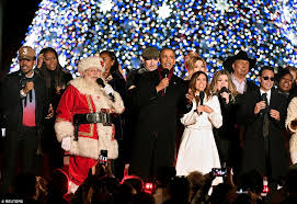obama and the first family light the national christmas tree at