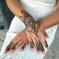 the design on the fingertips looks amazing mehndi pinterest