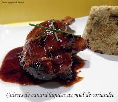 cuisiner cuisse de canard cuisses de canard laquees au miel de coriandre recettes