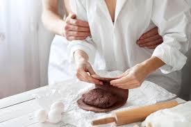 amour dans la cuisine amour dans la cuisine image stock image du danois pâte 49201387