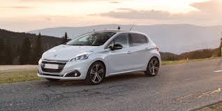 peugeot hatchback cars peugeot 208 review carwow