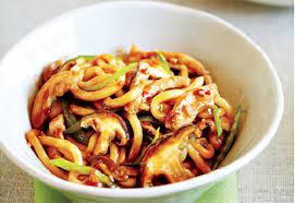 cuisine asiatique poulet nouilles au poulet et aux chignons à l asiatique recette