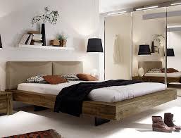 le f r schlafzimmer rustikales massivholzbett mit tollem schweberahmen betten de