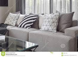hellgraues sofa hellgraues sofa mit unterscheidet sich musterkissen in livling