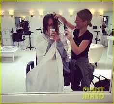 why kaley cucoo cut her hair kaley cuoco cuts her hair short debuts blonder bob hairdo photo