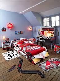 chambre d enfant but tendance et idée cadeau pour enfant le lit voiture but