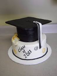 graduation cakes 25 simple but creative graduation cakes and cupcakes family