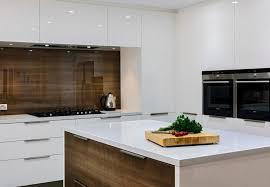 küche rückwand küchenrückwand aus holz mit bedeckung aus glas küche