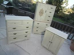 Best Place For Bedroom Furniture How To Paint Wooden Furniture At Home Albertnotarbartolo Com