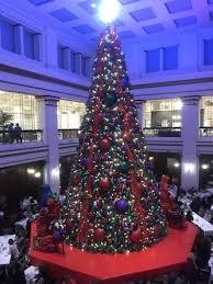 chicago tree lighting 2017 walnut room christmas tree chicago holiday season 2017 min chicago