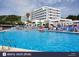 crowded swimming pool at hotel victoria playa sant tomàs menorca