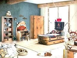 chambre jouet coffre chambre enfant chambre pirate enfant le coffre a jouets