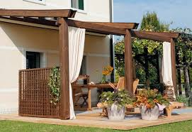 tettoia in legno per terrazzo strutture in legno per terrazzi pergole e tettoie da giardino