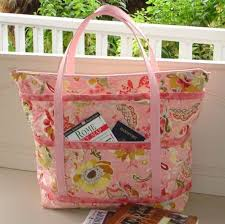 the quilted traveler s tote pattern tote bag patterns quilted
