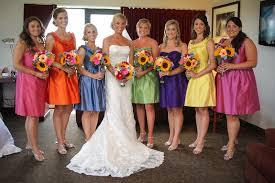 colored bridesmaid dresses como decidir a cor de vestido das madrinhas de casamento