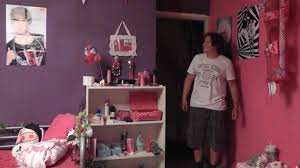 la plus chambre de fille pour se venger il transforme la chambre de frère en chambre de