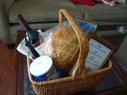 Housewarming Basket Best 25 Housewarming Basket Ideas On Pinterest Housewarming