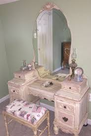 Antique Vanity With Mirror Best 25 Antique Makeup Vanities Ideas On Pinterest Vintage