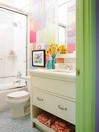 faboulus kids bathroom design with patchwork of different