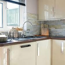 gloss kitchen tile ideas hi gloss kitchen slate wall tiles kitchens and kitchen