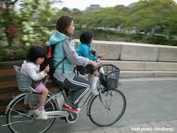 siege velo devant le vélo en famille c est mais comment transporter ses enfants