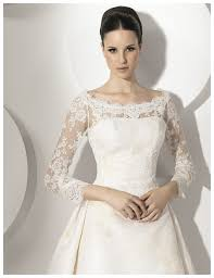 why white lace bridal dress is very famous still at this time