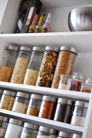 ordnung in der küche vorratschrank organisieren ordnung in der küche küche