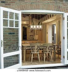 sala da pranzo in francese archivio fotografico vista attraverso aperto windows francese