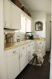 Kitchen Cabinets Cottage Style by Creamy White Cabinets Behr Swiss Coffee White Painted Kitchen
