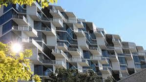 chicago tribune city hyde park high rise breaks up apartment
