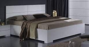 chambre laqué blanc brillant lit adulte design laqué blanc gardian lit adulte chambre adulte