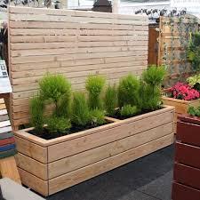 blumenkasten holz balkon pflanzkasten mit sichtschutz natur pinteres