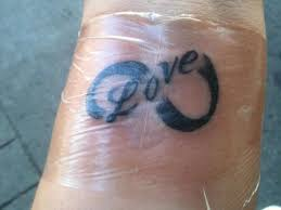 30 mind blowing love tattoo designs slodive