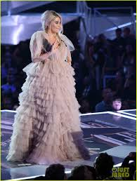 vmas 2017 kesha had to sit on the floor because her seats got