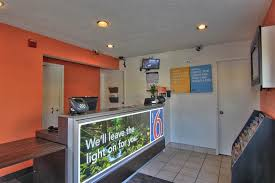 Motel 6 We Ll Leave The Light On For You Sacramento Hotel Coupons For Sacramento California