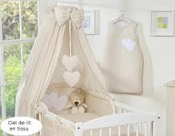 chambre enfant beige ciel de lit bébé en tissu beige à pois à coeurs