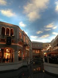 Canap En Sky The Sky At The Venetian Shops Above The Canal Picture Of The
