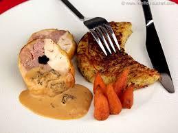 cuisiner un poulet de bresse ballotine de poulet de bresse farci aux morilles recette de