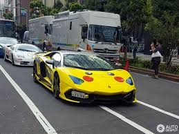 lamborghini aventador wrap lamborghini aventador special edition gets wraps drivers
