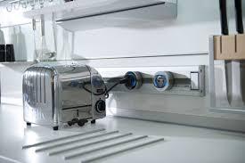 multiprise design cuisine en cuisine rail électrifié et multiprise escamotable