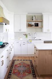 decore cuisine cuisine blanche et bois en 20 variantes cosy chics parfaitement