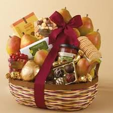 Food Gift Basket Ideas Best 25 Food Gift Baskets Ideas On Pinterest Basket Ideas